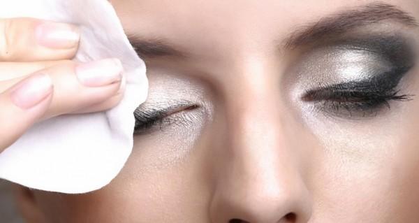 demaquillage-yeux1-940-500-wplok-940-500-wplok