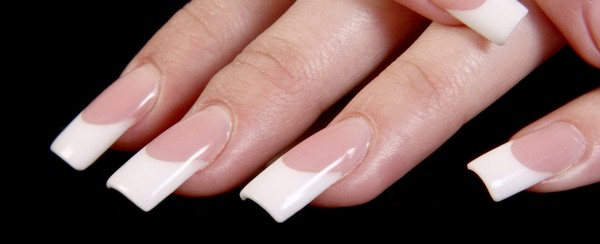 manucure-ongle-gel-blanche